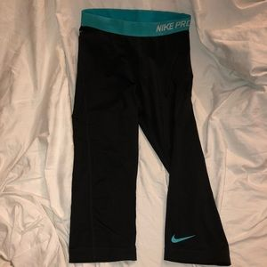 Nike Pro Dri-Fit Cropped workout leggings